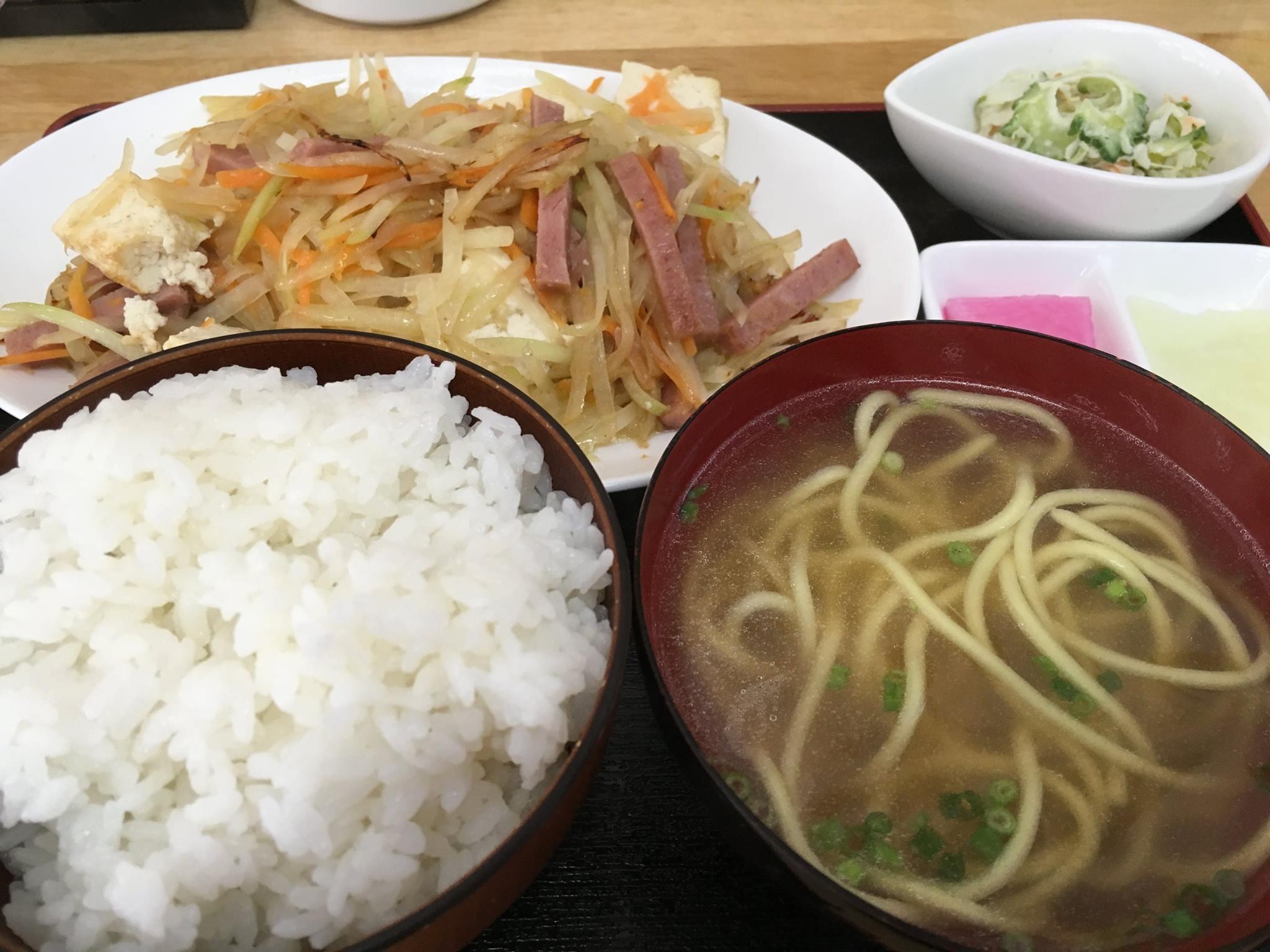神田やいま石垣店のパパヤー定食