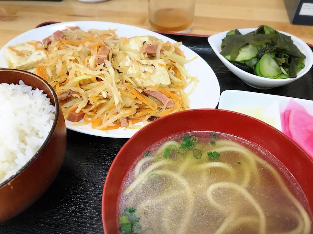 【ランチ部】神田やいま石垣店 パパヤーちゃんぷる定食 600円