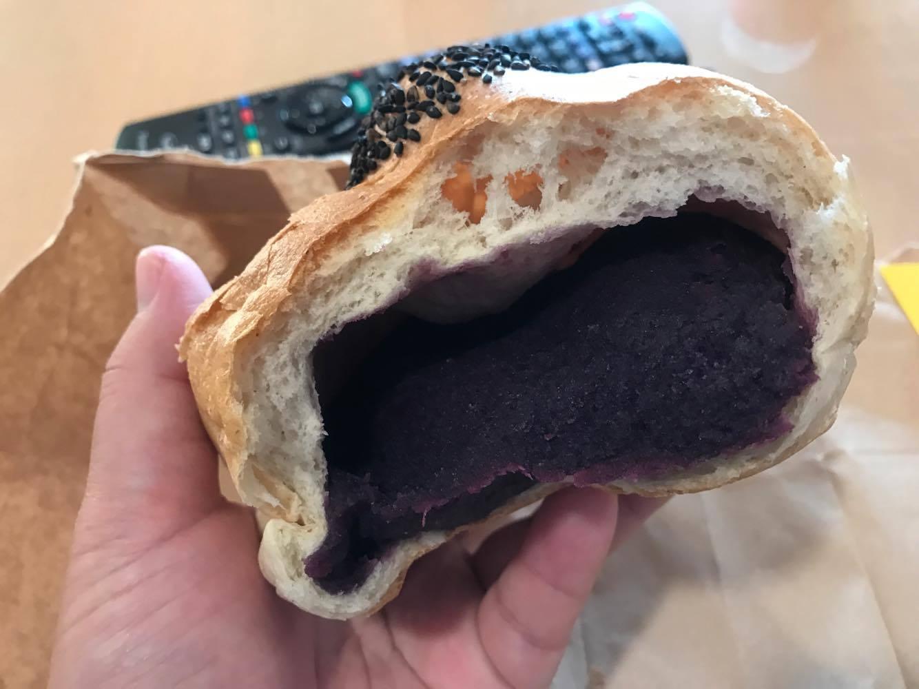 【おやつ部】トミーのパン屋 紅芋あんぱん 190円