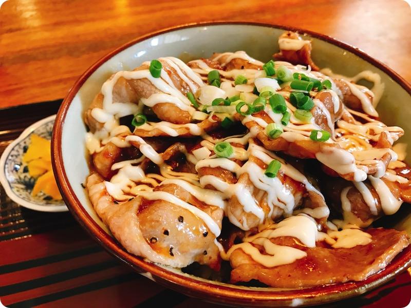 【ランチ部】一休食堂 ブタマヨ丼 600円