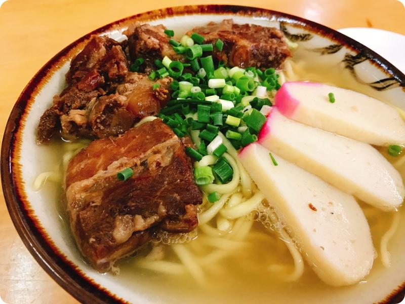 【ランチ部】マエザト食堂 ソーキそば 750円