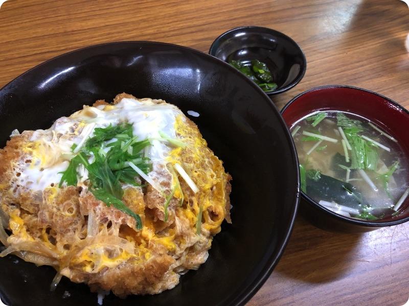 【ランチ部】おいしん坊 カツ丼 650円