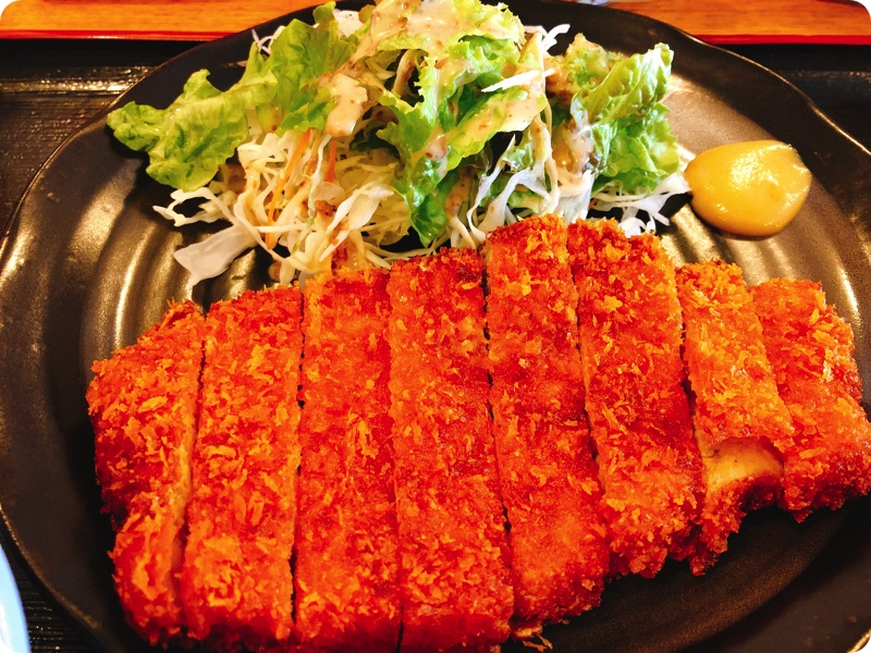 【ランチ部】あらかわ食堂 トンカツ定食 750円