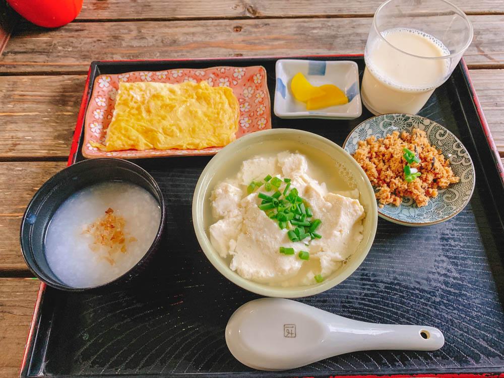 【朝食部】とうふの比嘉 お年寄りセット+肉炒め=450円
