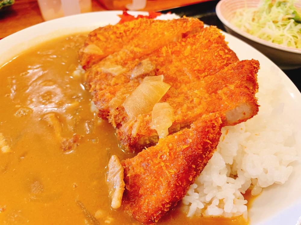 【ランチ部】あらかわ食堂 とんかつカレー 750円