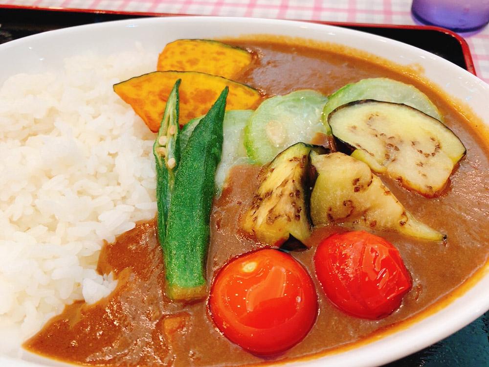 【ランチ部】石垣島食堂 夏野菜のカレー 500円