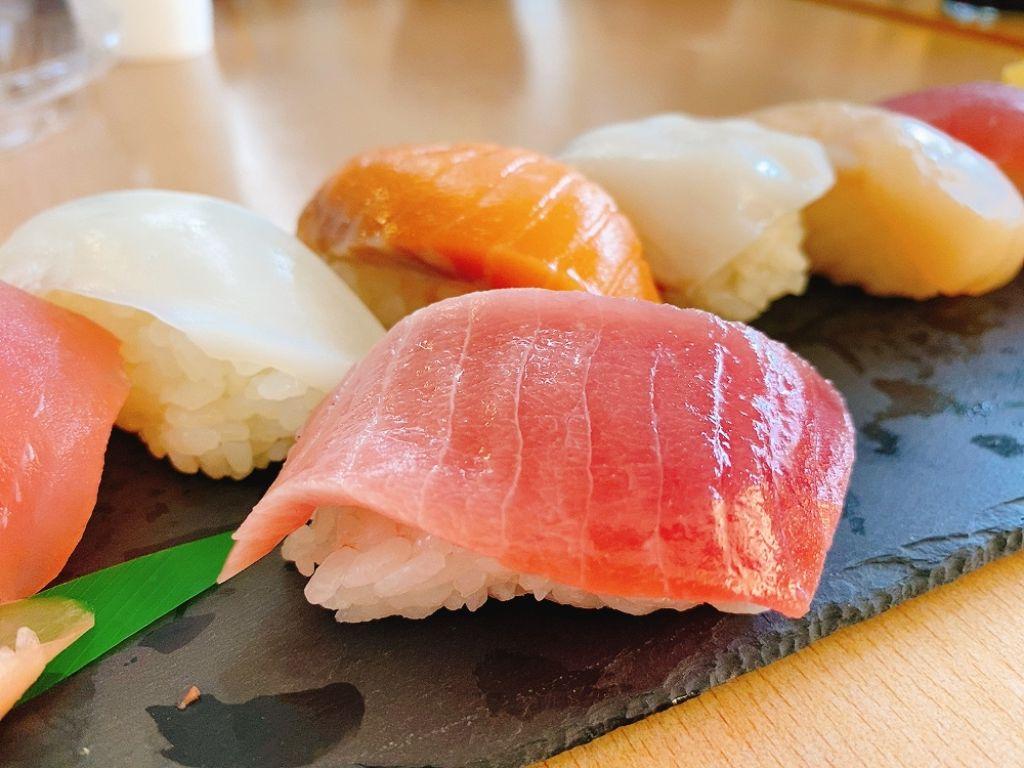 【ランチ部】石垣島水産で540円で寿司のにぎりが食べられるぞ〜