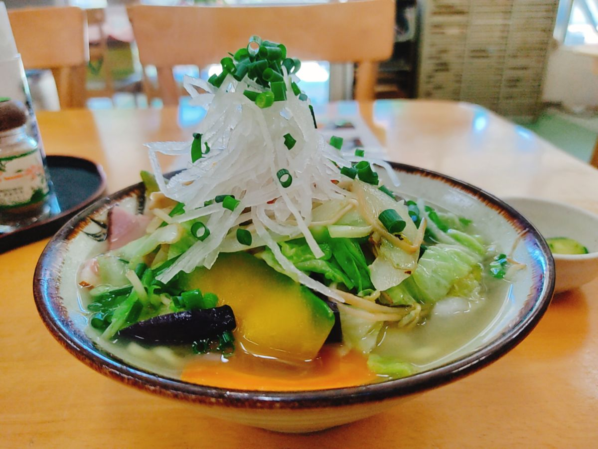【ランチ部】マエザト食堂 野菜そば 750円