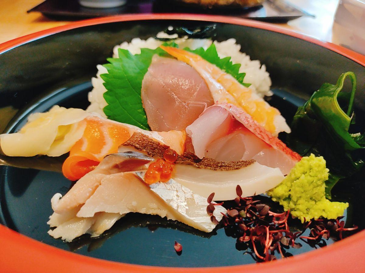 【ランチ部】つねまる みそ野菜そば+ミニ海鮮丼=千円